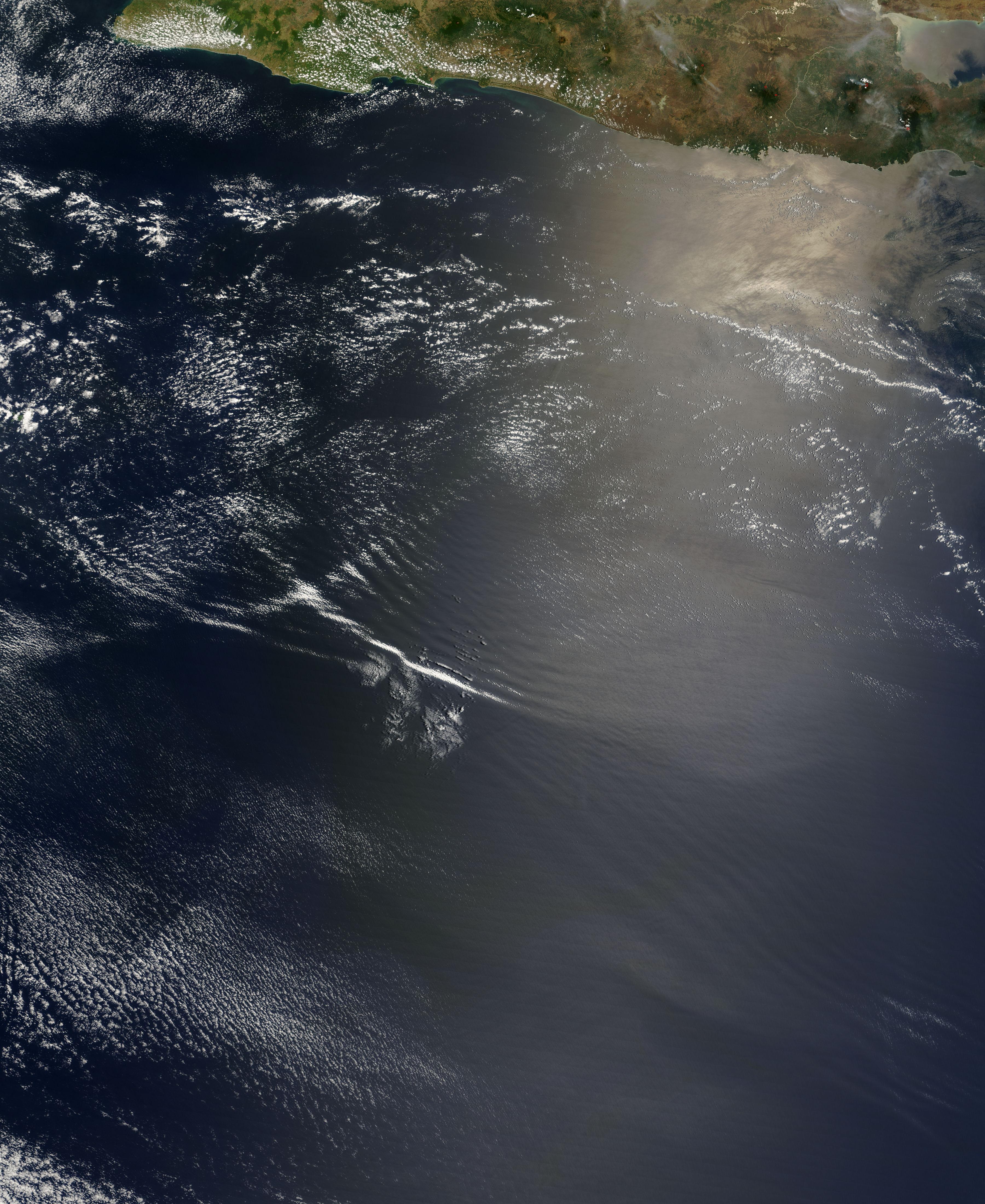 Ondas de gravedad atmosféricas y ondas internas al sur de Java