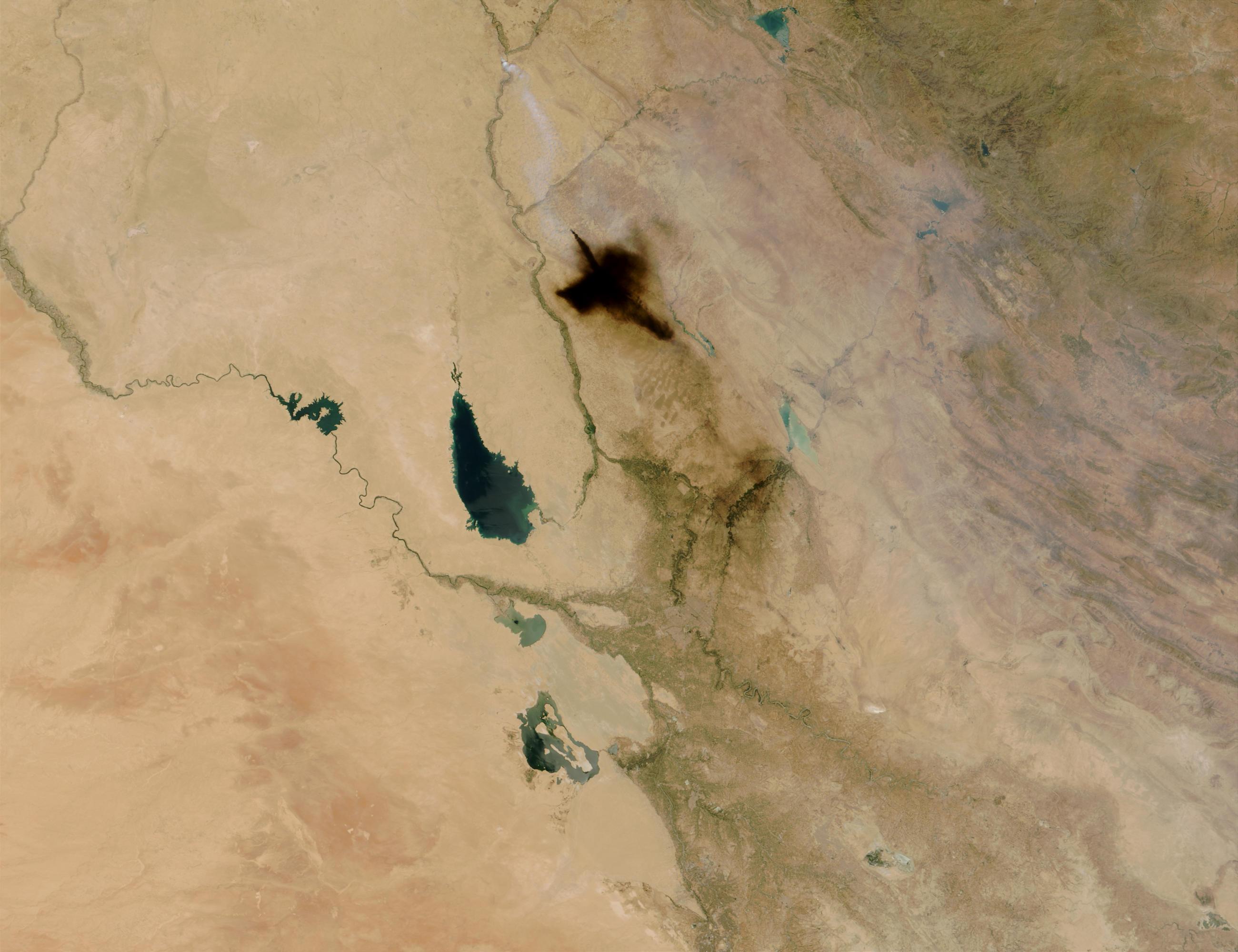 Smoke plume from oil fire near Baghdad, Iraq