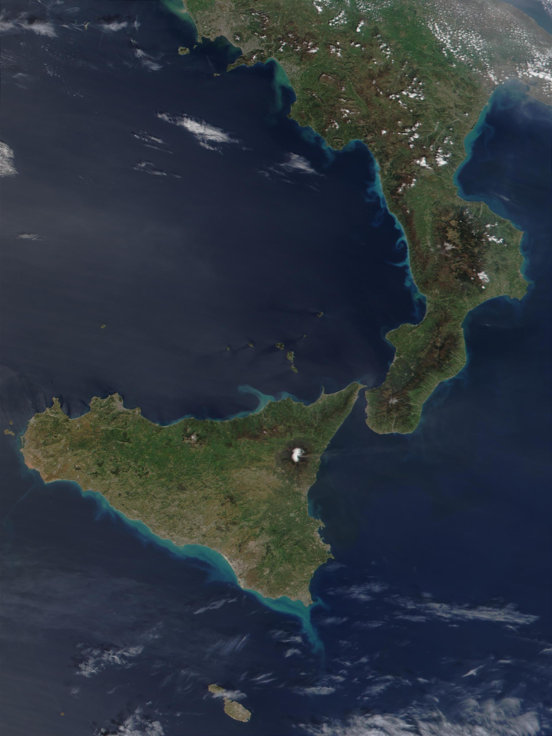 Penacho de humo del Monte Etna