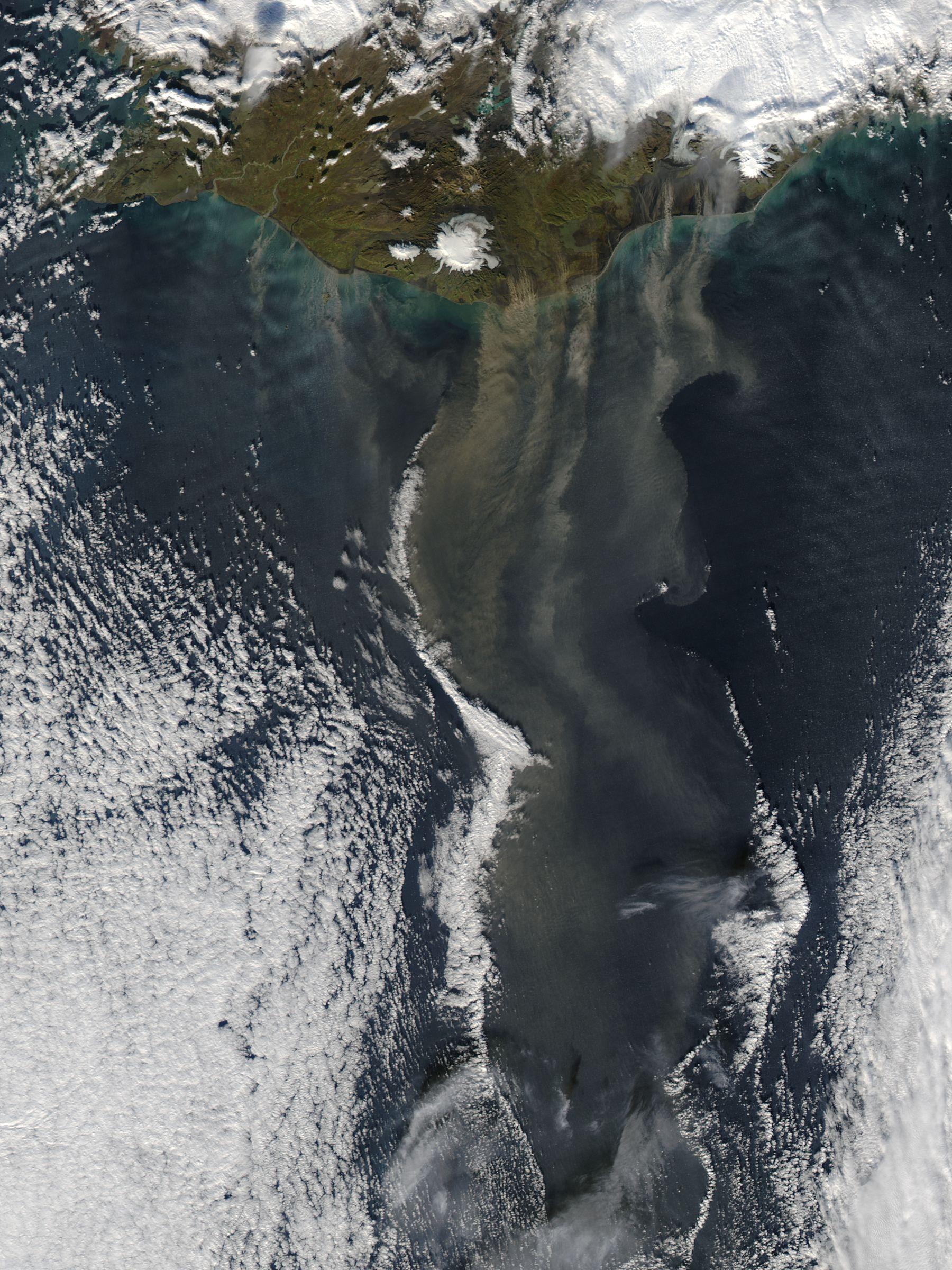 Polvareda cerca de islandia