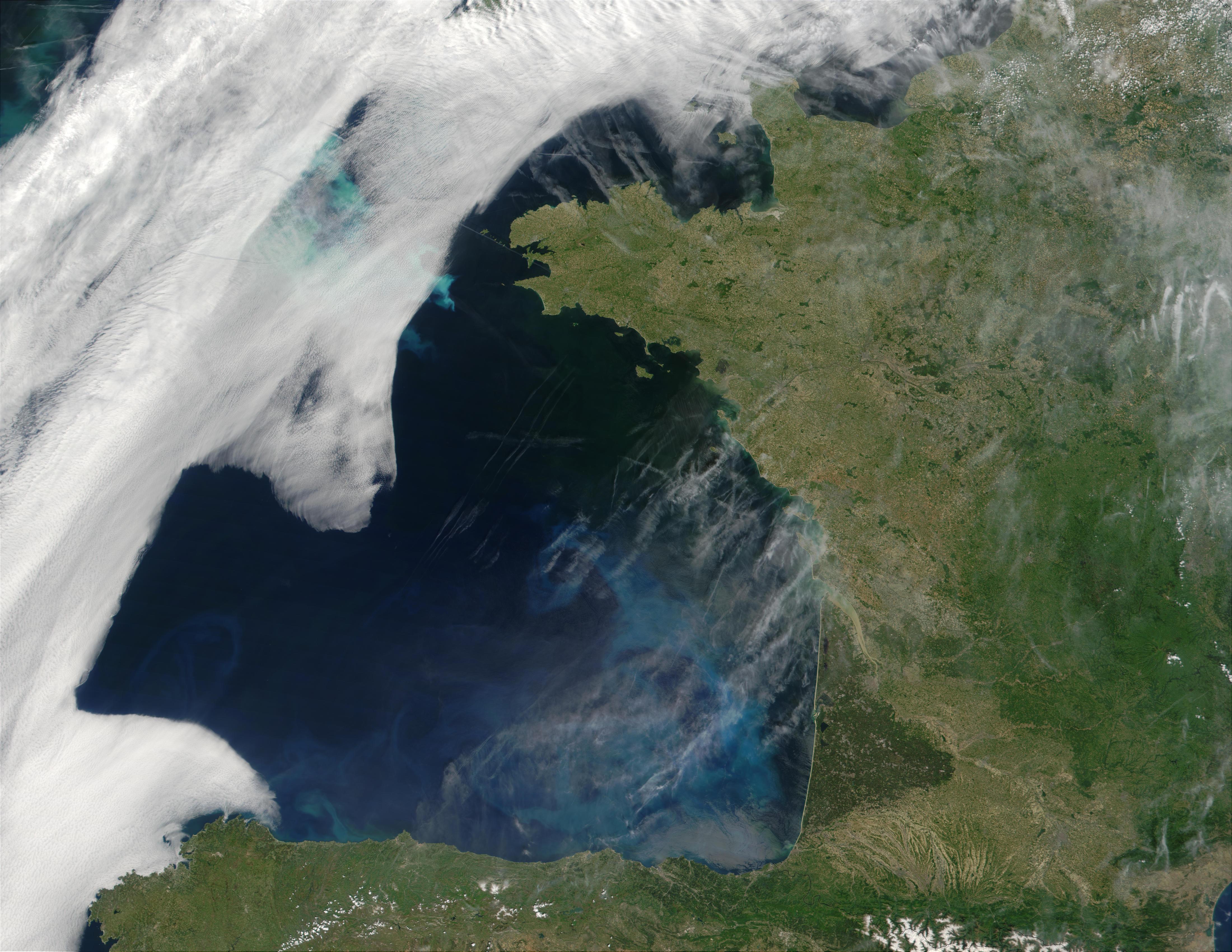 Proliferación de fitoplancton en el golfo de Vizcaya y cerca de la costa de Bretaña, Francia