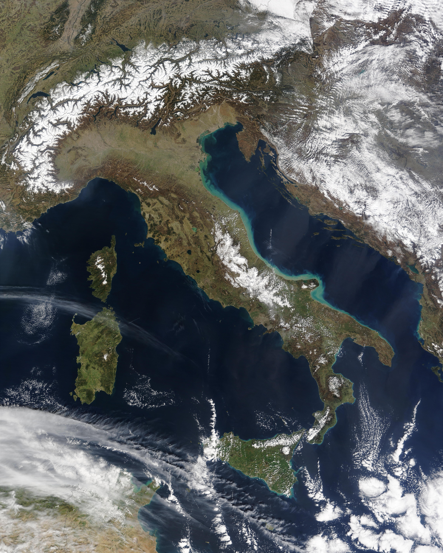 Sedimento cerca de la costa este de Italia