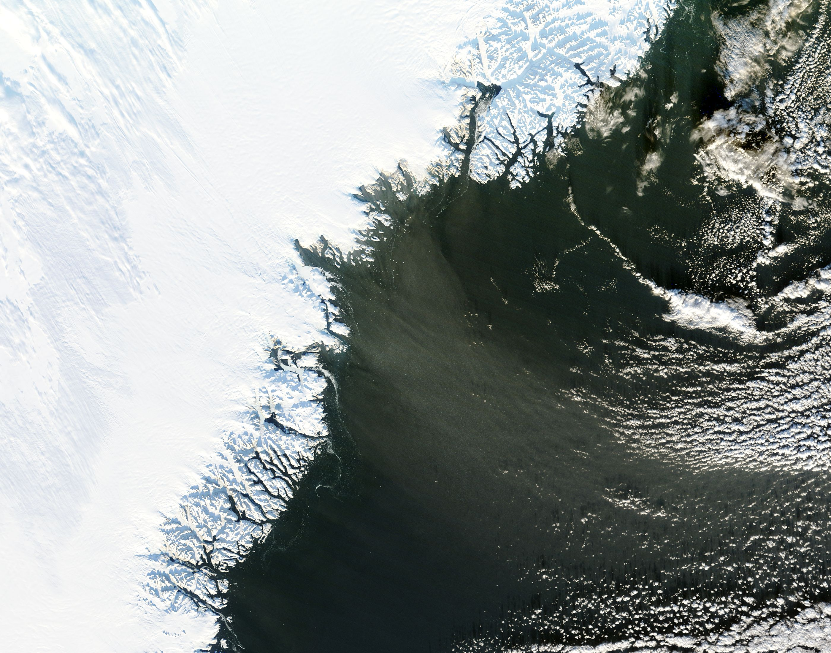 Streamer of snow of Southern Greenland
