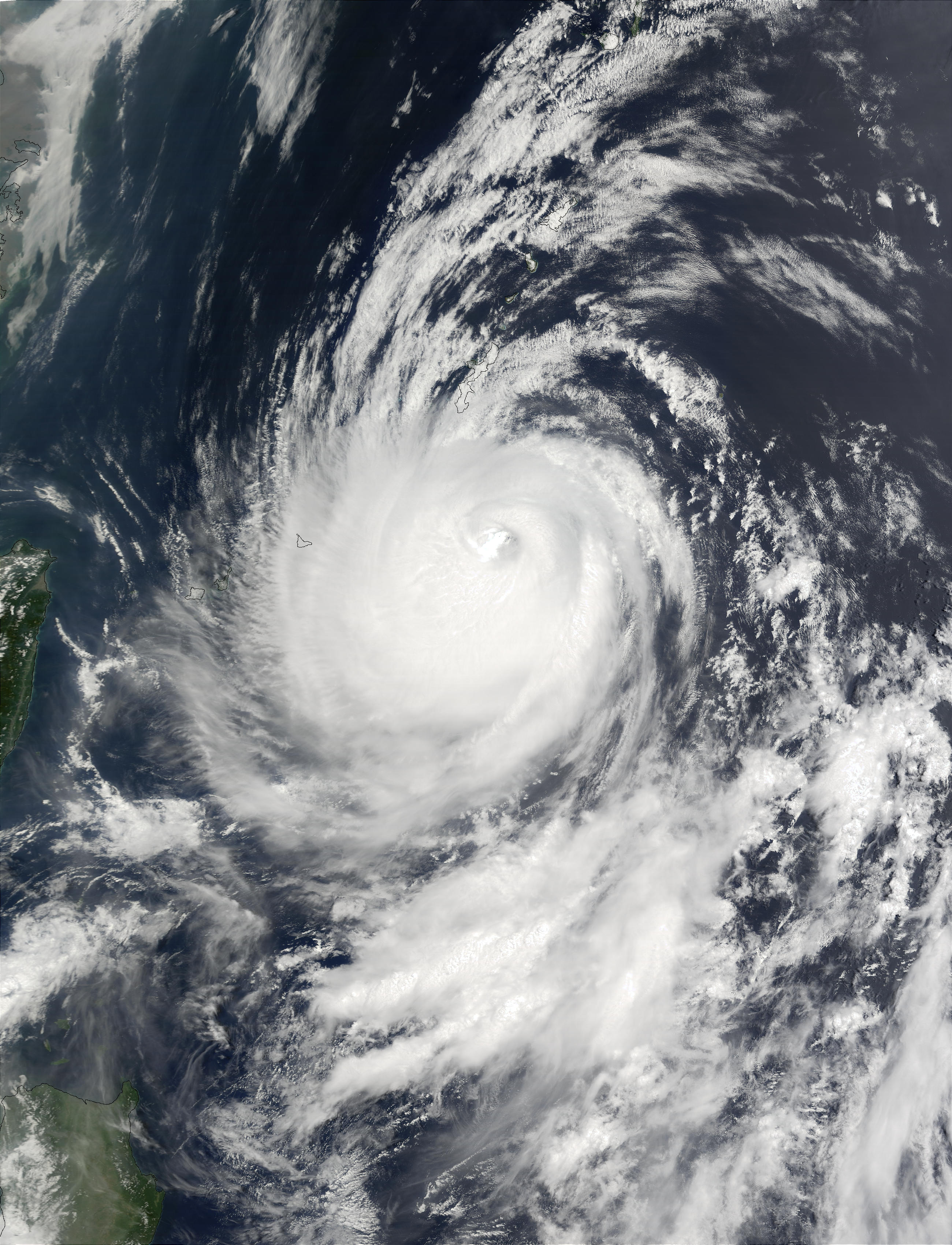 Super Tifón Halong en el Pacífico occidental