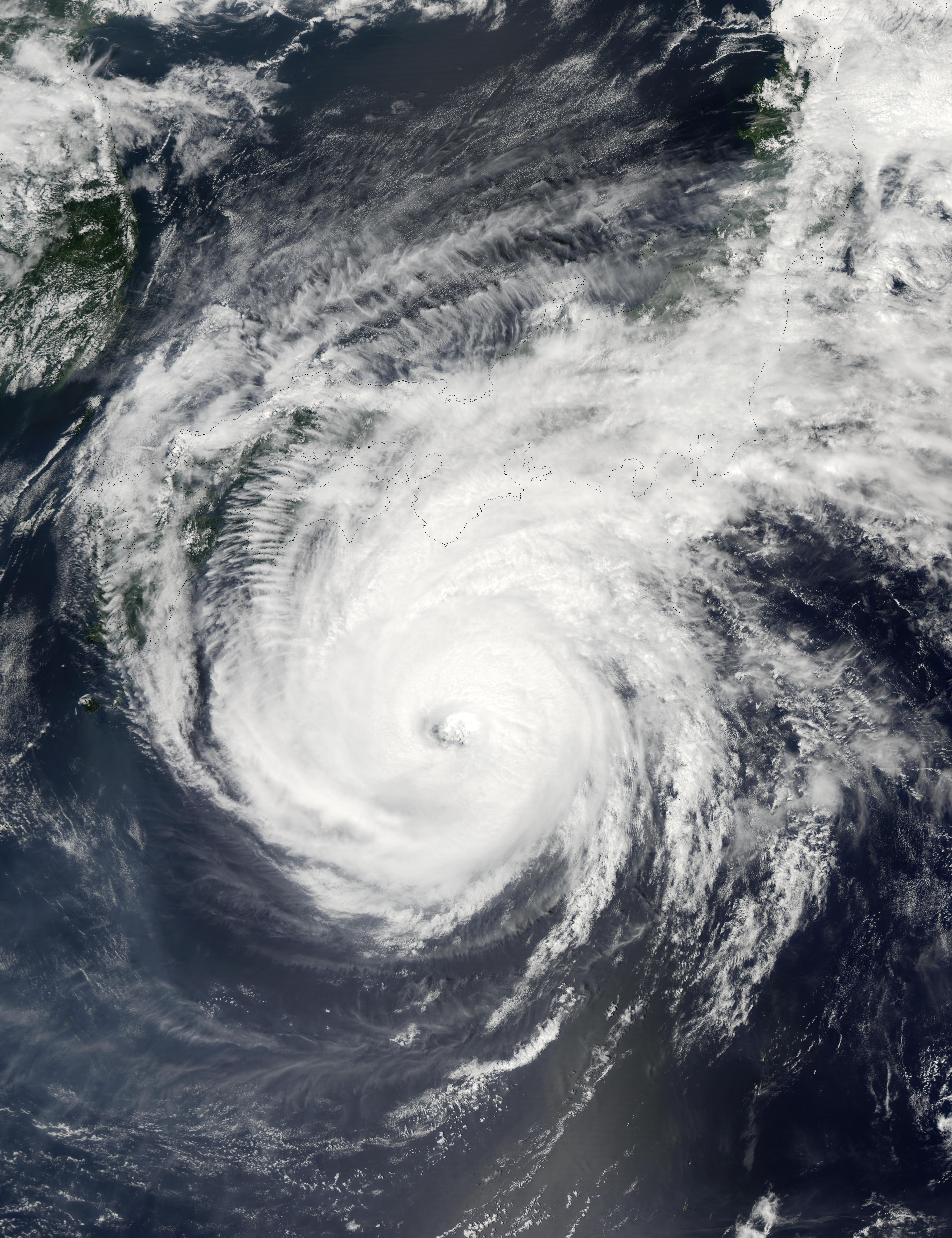 Super Tifón Phanfone (19W) al sur de Japón