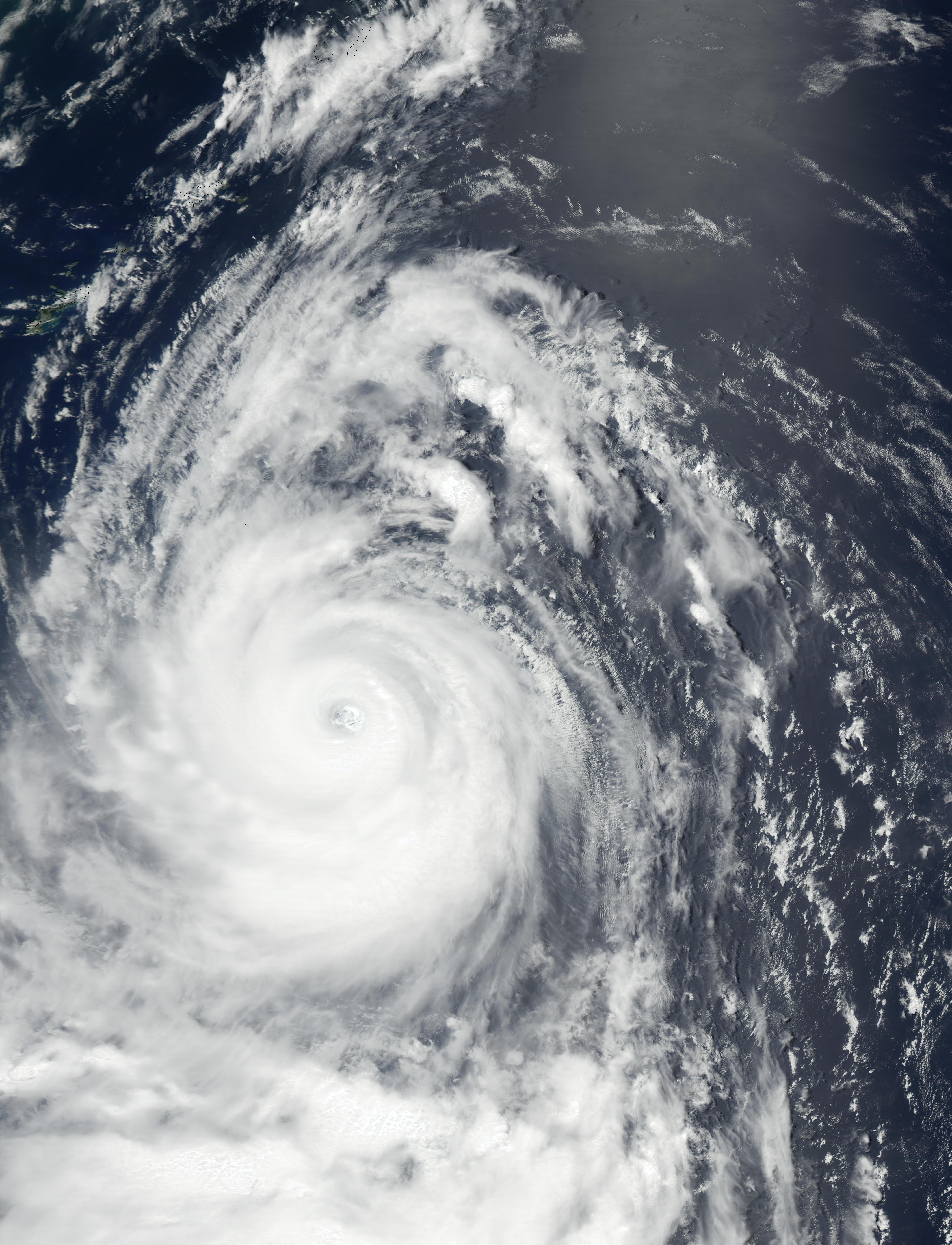 Tifón Chataan (08W) sur de Japón