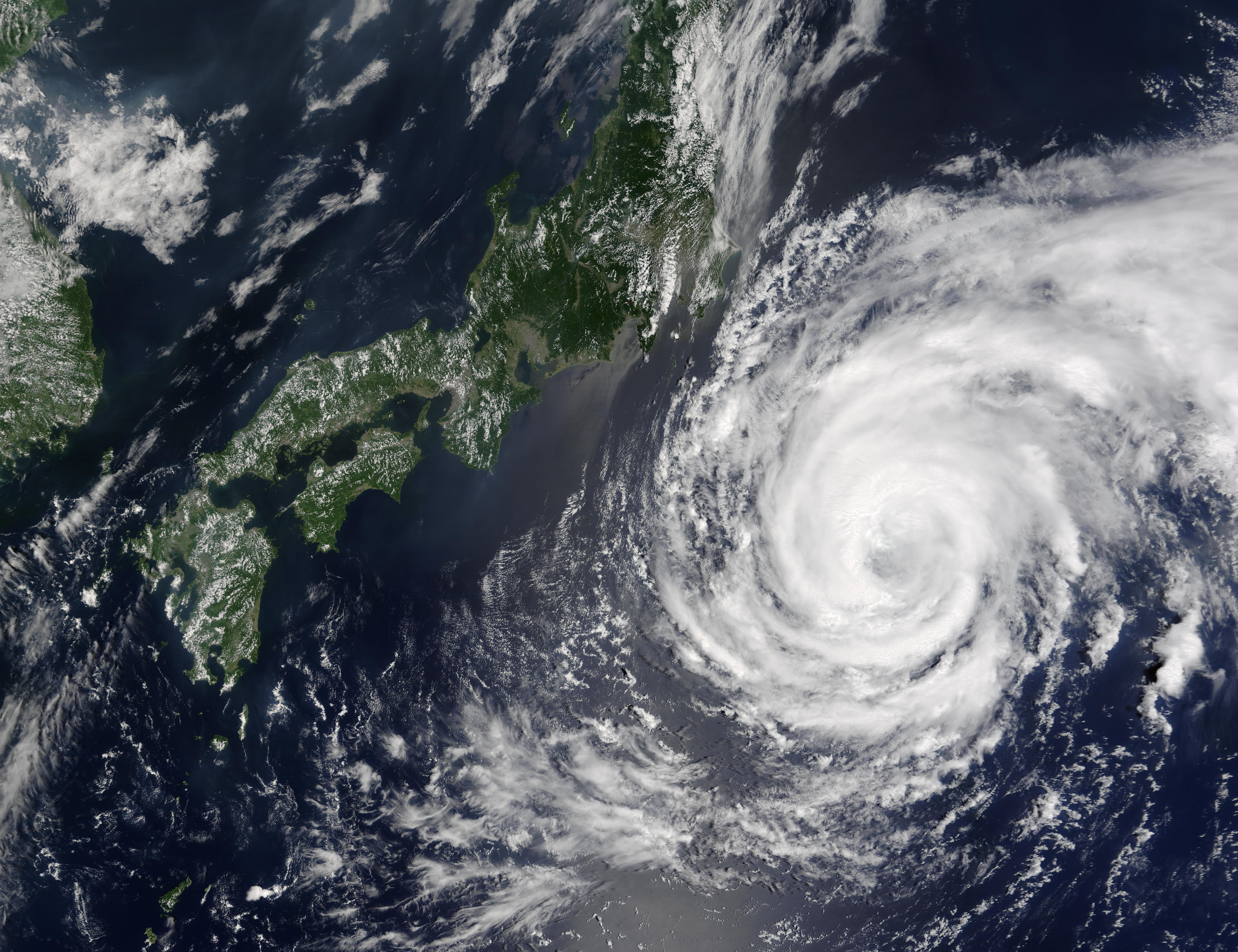 Tifón Namtheun (13W) sur de Japón