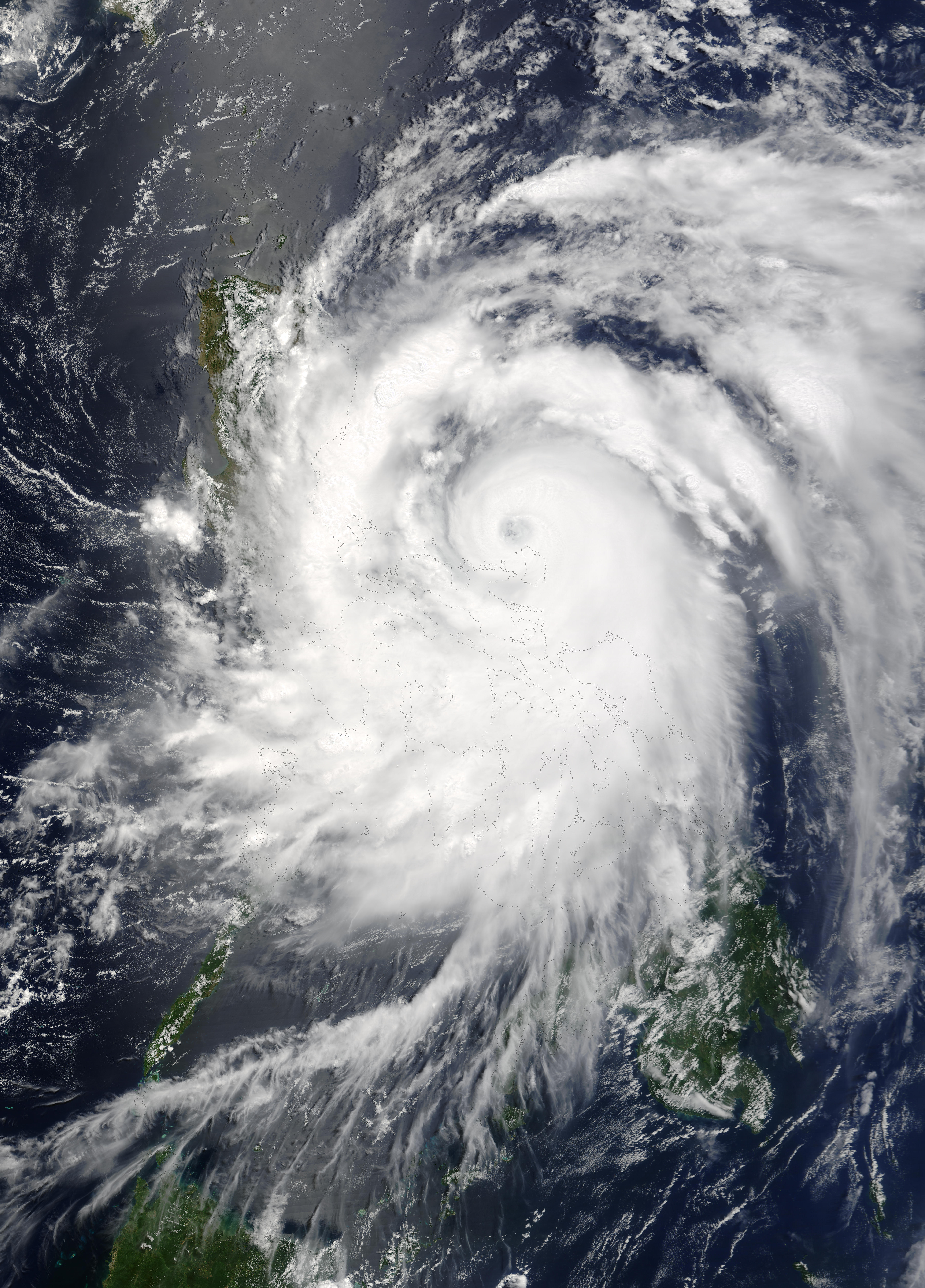 Tifón Nida (04W) encima de las Filipinas