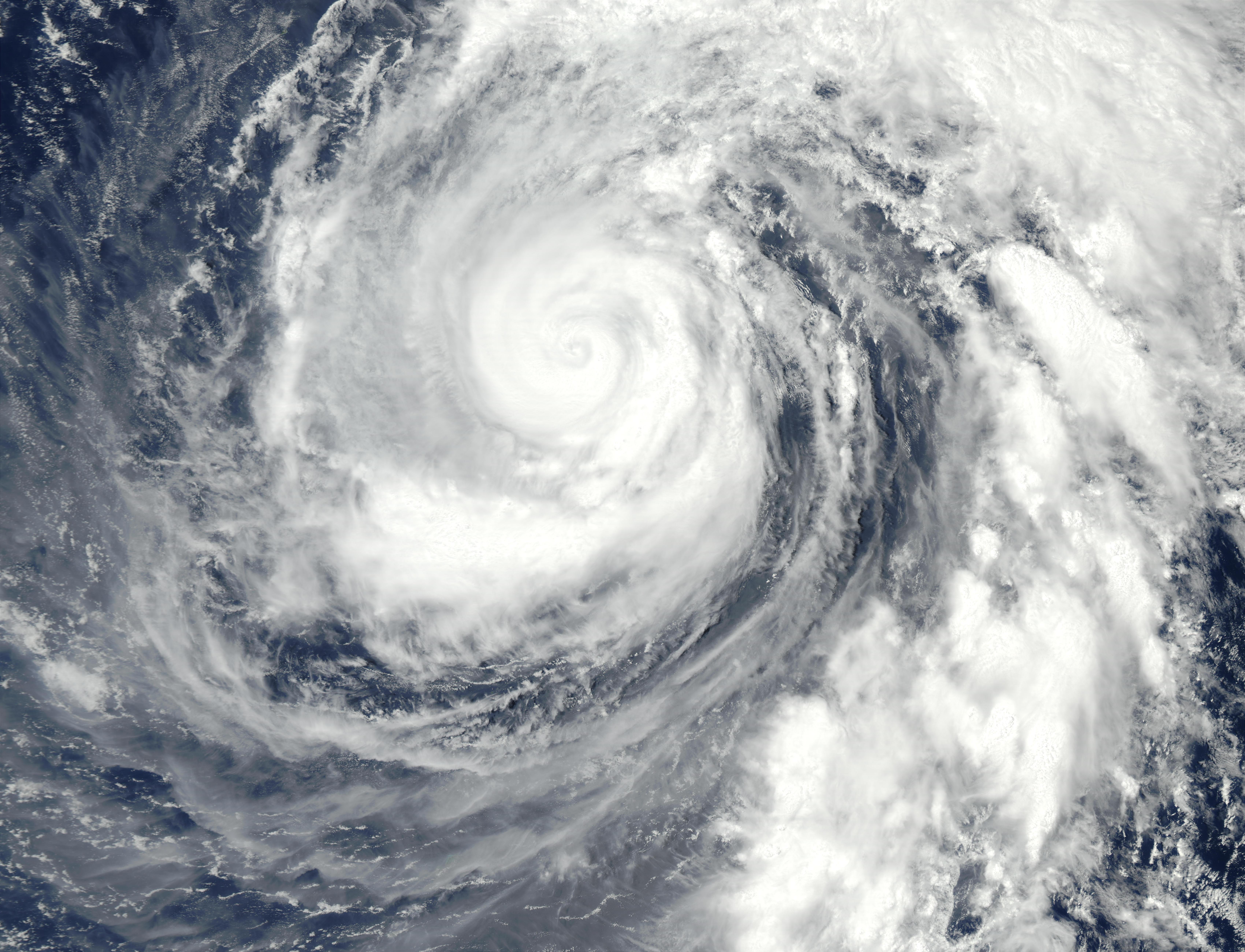 Tifón Phanfone (19W) norte de las Islas Marianas, Océano Pacífico