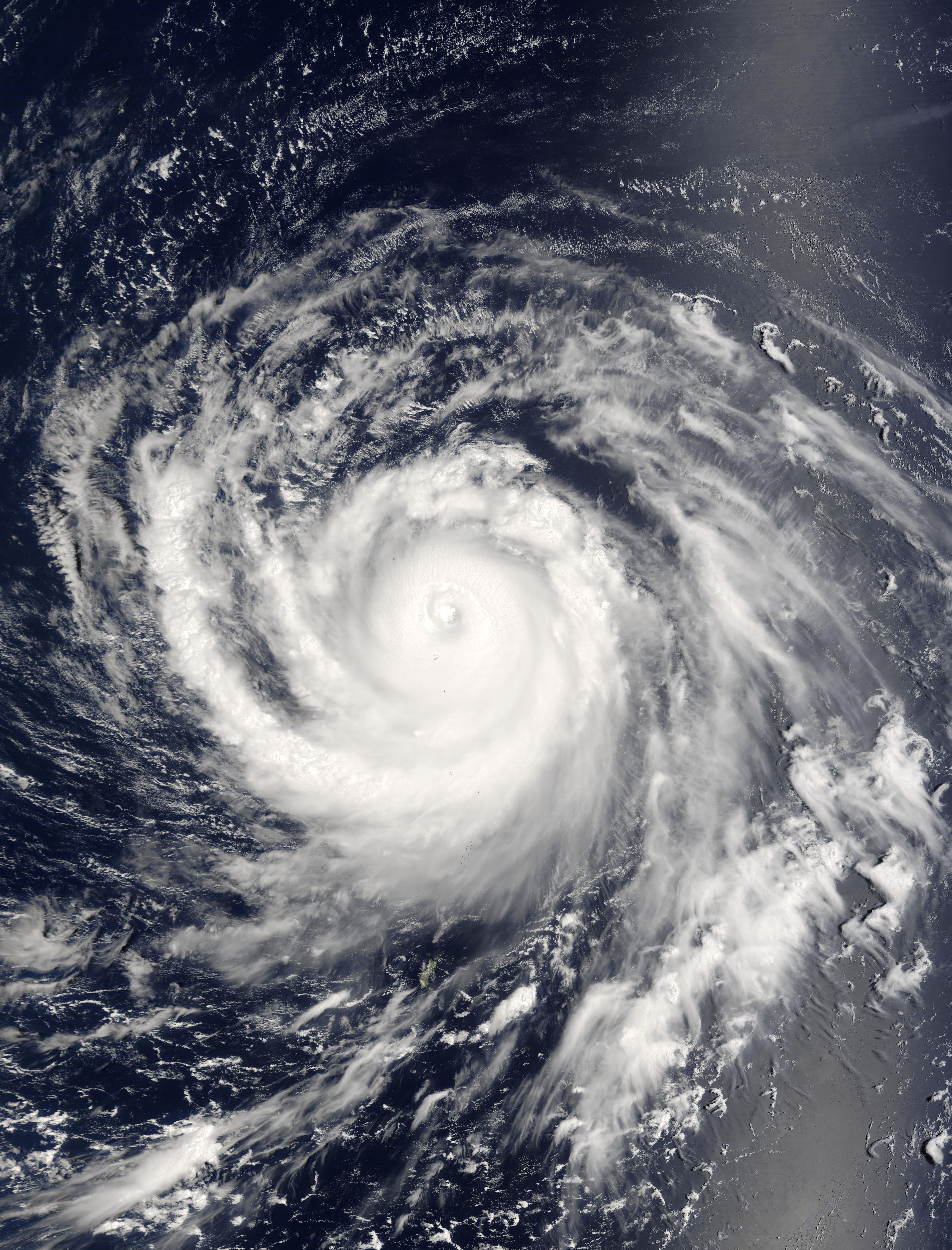 Tifón Songda (22W) encima de las Islas Marianas del Norte