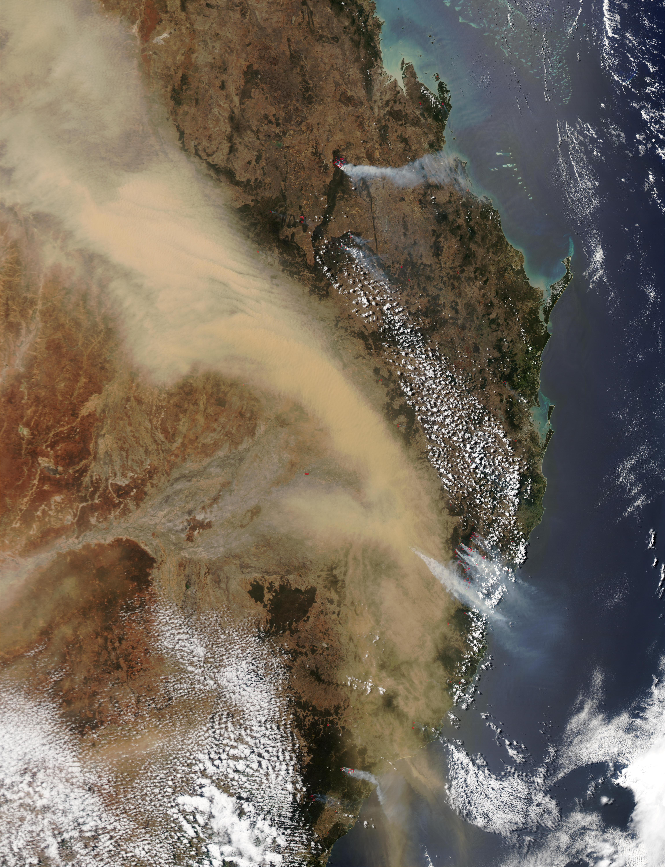 Tormenta de polvareda encima de Australia Oriental