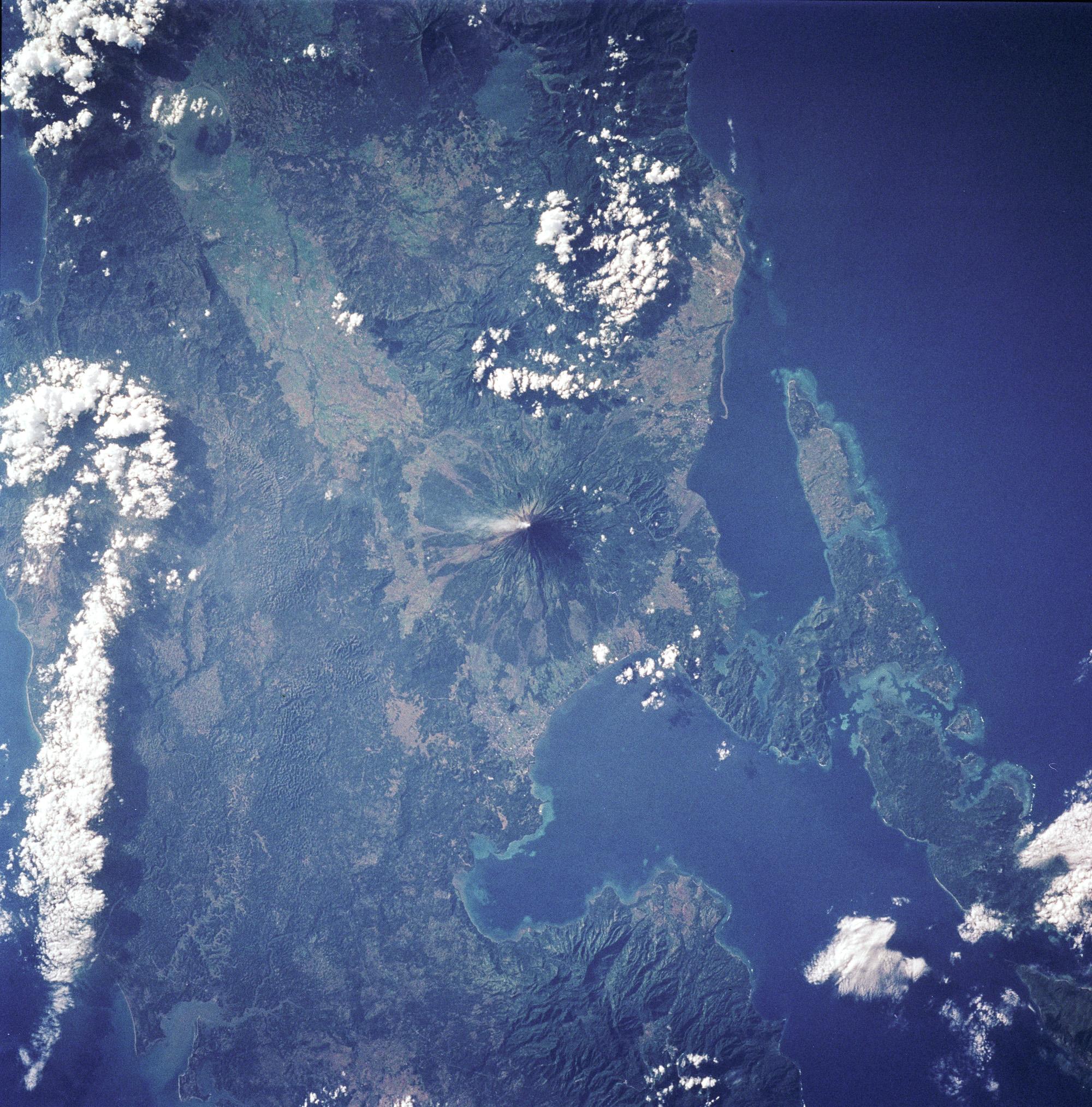 Volcán Mayon, sureste de Luzón, Filipinas