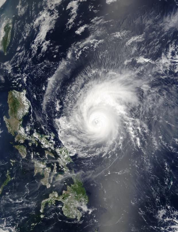 Ciclón tropical Kujira (02W) al este de las Filipinas