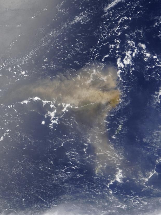 Erupción del volcán Anatahan, Islas Marianas del Norte