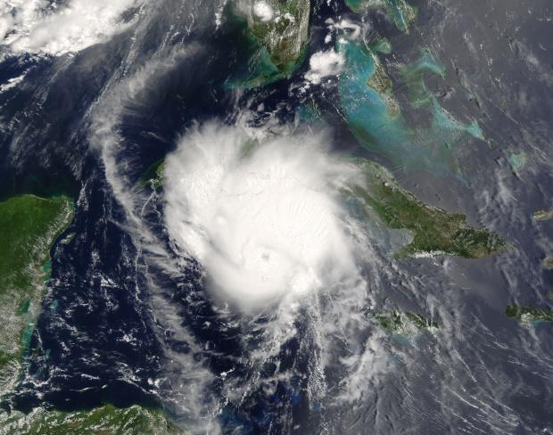 Huracán Charley (03L) cerca de Cuba
