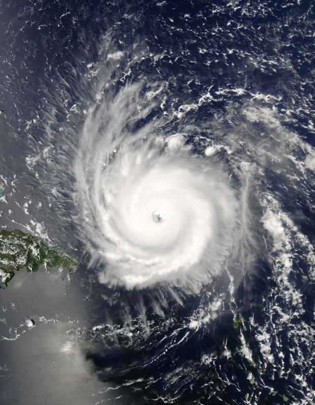 Huracán Frances (06L) cerca de Puerto Rico (seguimiento satelital de la tarde)