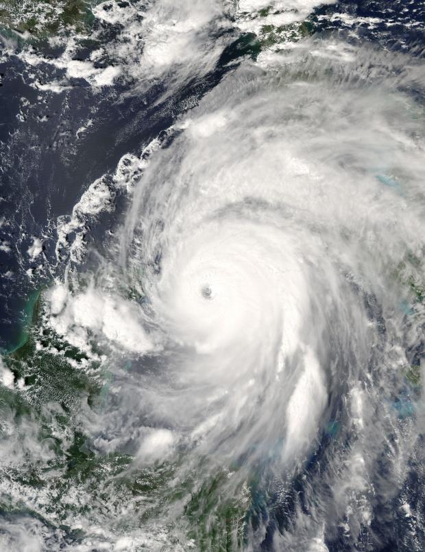 Huracán Ivan (09L) cerca de Cuba (seguimiento satelital de la tarde)