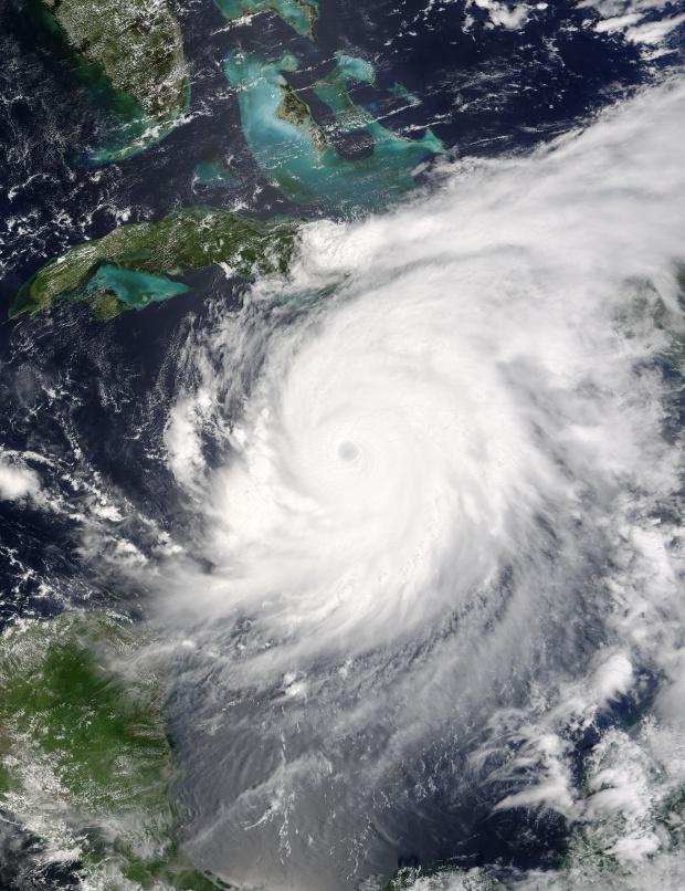 Huracán Ivan (09L) cerca de Jamaica