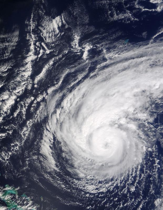 Huracán Jeanne (11L) al noreste de las Bahamas