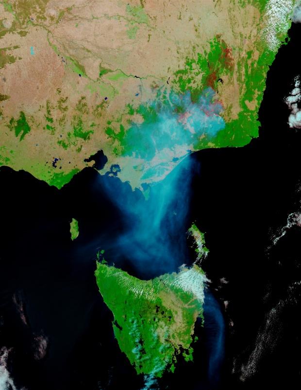 Incendios, humo, y cicatrices de Incendios en el sureste de Australia (seguimiento satelital de la tarde)