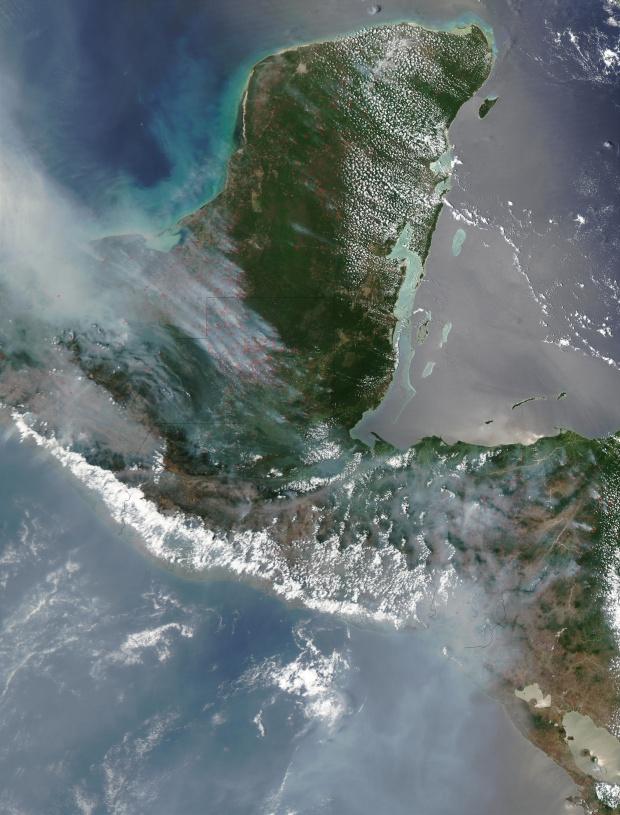 Incendios y humo a través de América Central, y del Sur de México