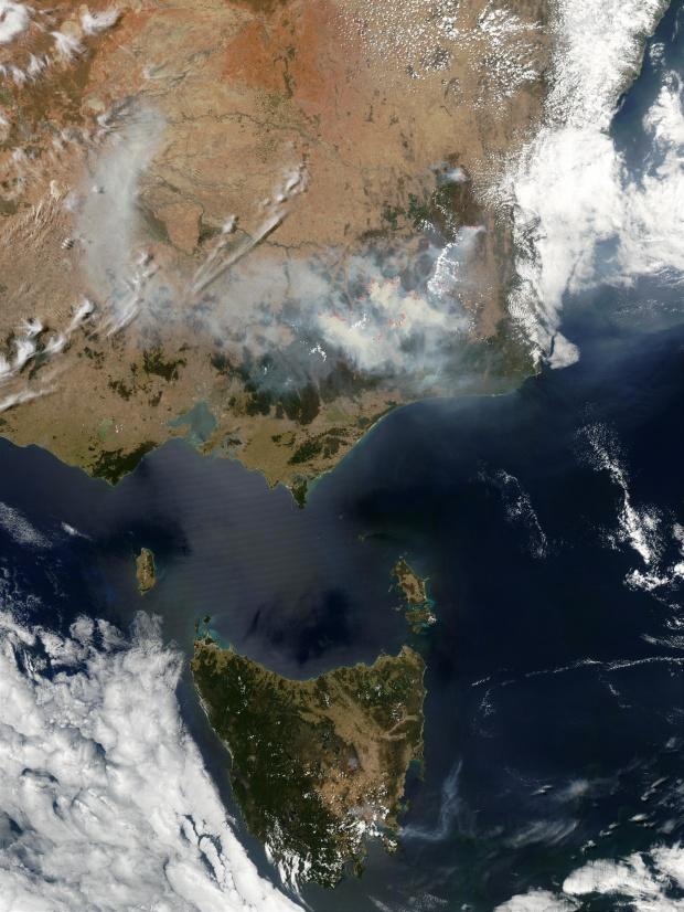 Incendios y humo en el sureste de Australia y Tasmania