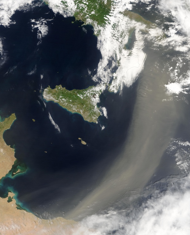 Polvareda sahariana encima del Mediterráneo