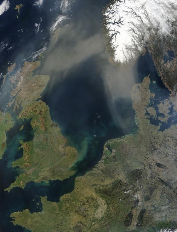 Polvareda sahariana encima del mar del Norte